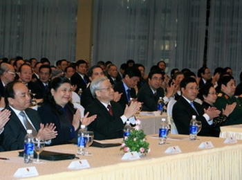 Vietnam diplomats begin important discussions
